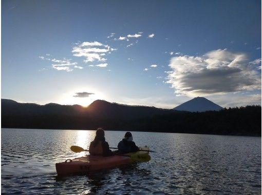 【山梨・富士五湖・西湖】早朝サンライズ&ナイトクルージング西湖カヤック体験90分プラン