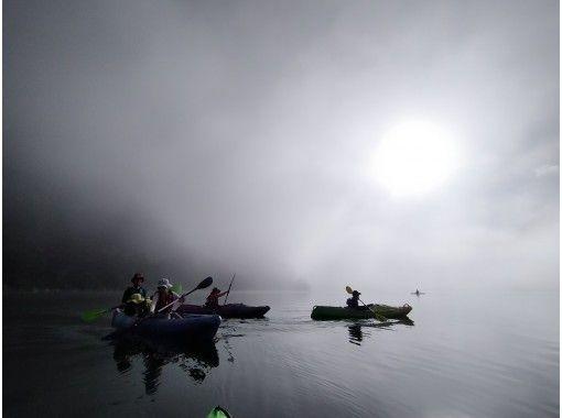【山梨・富士五湖・西湖】人気!早朝サンライズ・サンセット・ナイト・カヤック体験90分プランの紹介画像