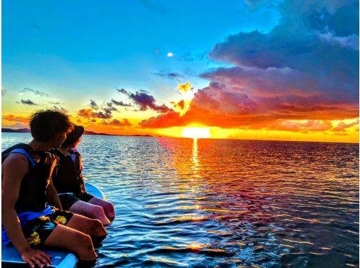 【石垣島・人気No.1】【サンセット&星空ナイトカヤック専門店】珊瑚礁の海でカヤックに乗って眺める夕日は格別‼️夜は星空保護区での満天の星空の紹介画像