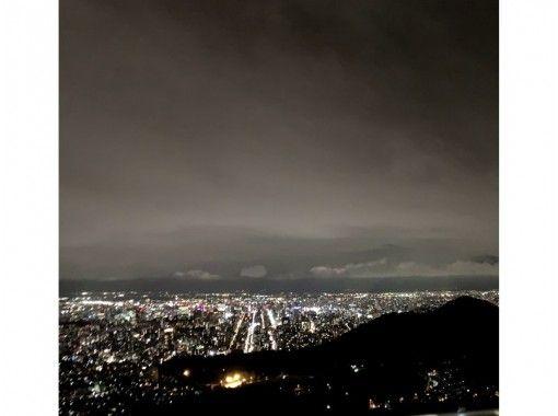[Hokkaido / Sapporo] First night snowshoe hike experience in Mt. Moiwa <Beginner OK>の紹介画像
