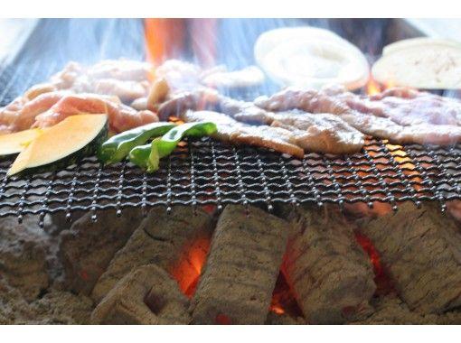 【北海道・札幌】スノーパーク60分+かまくらでBBQ60分食べ放題! 手ぶらで札幌の冬を体験!
