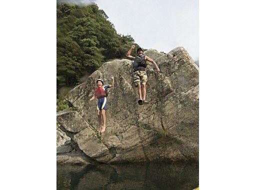 【四国・吉野川】小学生キッズも激流を体験!吉野川・大歩危ファミリーラフティングツアー(半日)