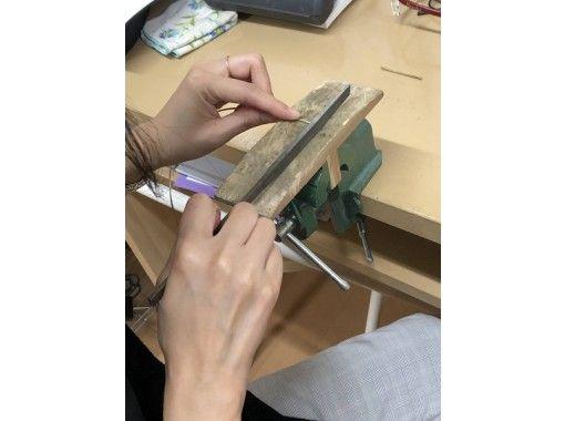 【東京・文京区】初心者大歓迎。少人数で体験できる!プロが使う工具を使い、オリジナルバングル制作体験。の紹介画像