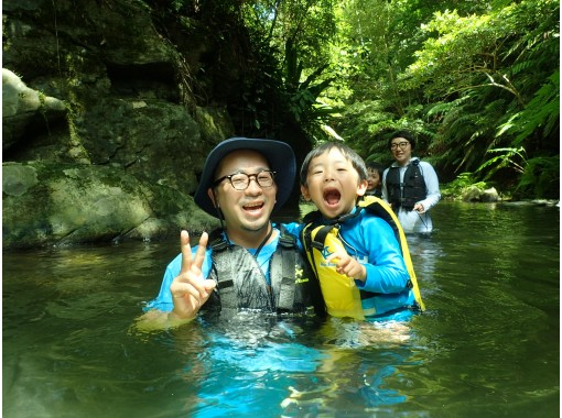 [The best refreshment! ] Private tour with photo and video shooting ★ Yanbaru river trekkingの紹介画像