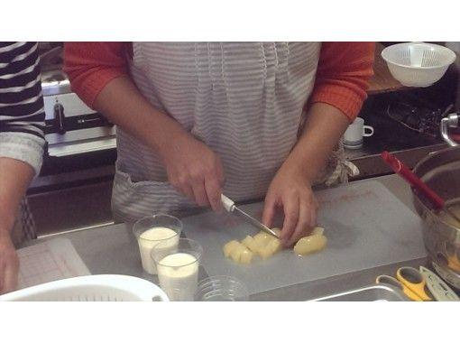 【秋田・鹿角】人気急上昇のスイーツ~極上のお菓子「桃のトルテ」を作る