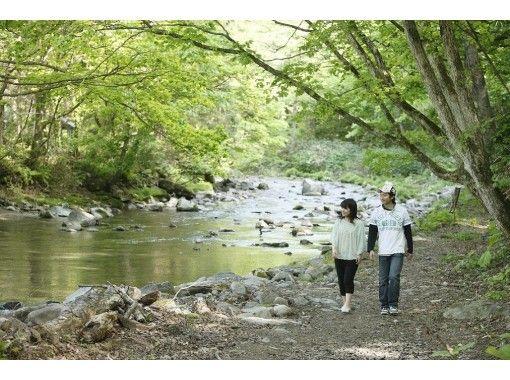 【秋田・鹿角】自然に囲まれた赴きある木造校舎の校庭でオートキャンプが楽しめます!1日1組限定AC電源付きサイト【宿泊】
