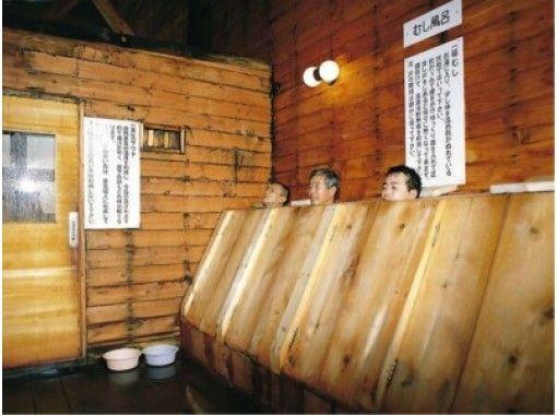 【秋田県・鹿角市】八幡平大沼の真っ白な雪を抱いたブナ原生林でスノーシュートレッキング後生掛温泉で火山風呂や泥風呂など7つの温泉浴を楽しもう