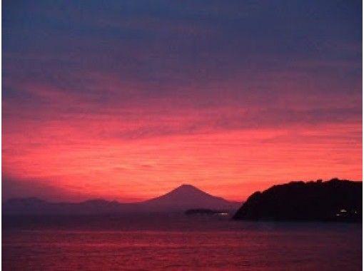 神奈川県逗子海岸【一日の締めくくりに】乗って眺める極上の夕陽を!シーカヤック サンセットコース