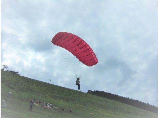 【兵庫県・神鍋】パラグライダー半日プチ体験!ほんわか2時間飛行~4才からOK!ご家族で楽しめる!の紹介画像