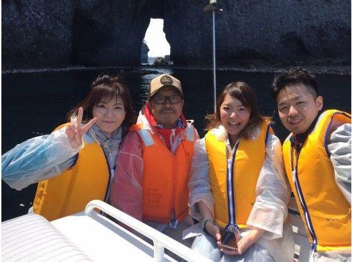 【北海道・小樽】海の秘境へクルージングボートでご案内「青の洞窟探検クルーズ」