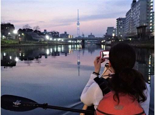 """[Tokyo Tokyo Waterway Night Paddling"""" where you can enjoy the sunset and the night view of Tokyo reflected on the surface of the water Sea kayakの紹介画像"""