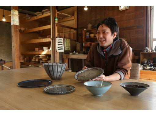 """[Tokushima Tokushima Blue spun by a blue indigo kiln, fascinated by the beautiful line-patterned """"line pattern bowl"""". """"Hand-bending"""" and """"electric potter's wheel"""" pottery experienceの紹介画像"""
