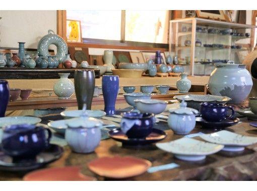 【徳島県・石井町】独創的で美しいブルー藍浅葱の「青瓷」の魅力を満喫!陶芸家佐藤光春氏指導による陶芸体験