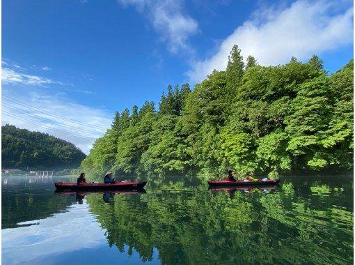 【群馬・吾妻】青い湖・四万湖で癒しの早朝カヌーツアー!1日の始まりを静かな湖で優雅に過ごしましょう♪ の紹介画像