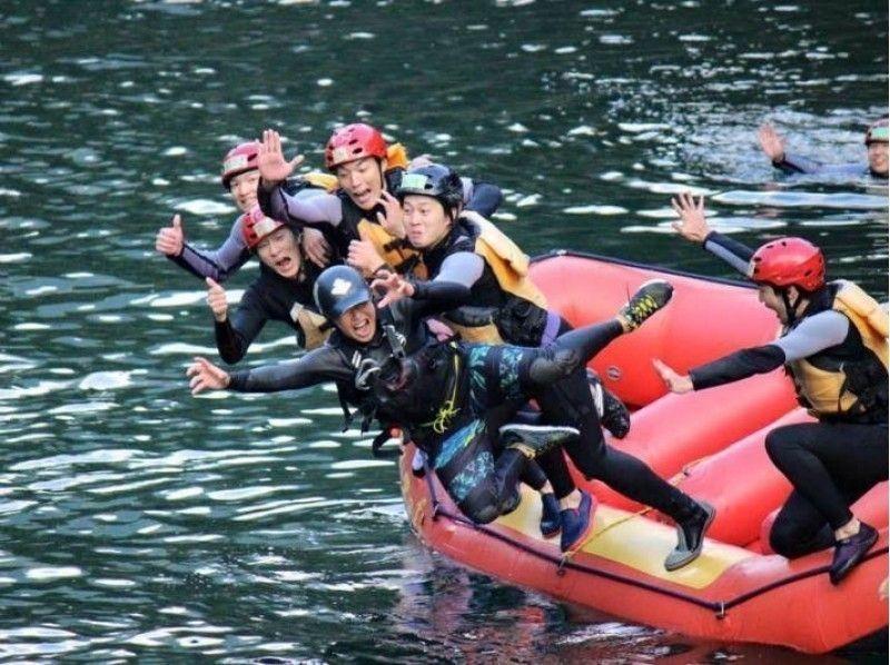 【四国・高知】日本屈指の激流!吉野川ラフティングツアー(半日コース)の紹介画像