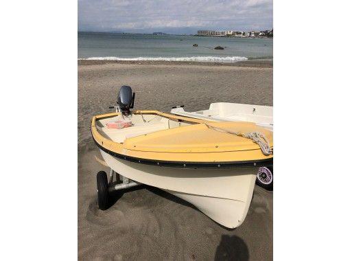 【神奈川・葉山】船舶免許必要!船外機ボート3人乗りのレンタルプラン