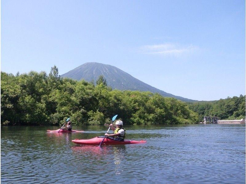 【北海道・ニセコ】ゆったりわくわく!尻別川カヤック川下りツアーの紹介画像
