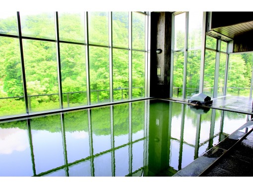 """[Yamagata Prefecture Hijiori Onsen] """"Sansai picking experience + edible wild plants lunch"""" Guided by a edible wild plant master ♪ After picking edible wild plants, take a bath in the secret hot spring of 1210, Hijiori Onsen ★)の紹介画像"""