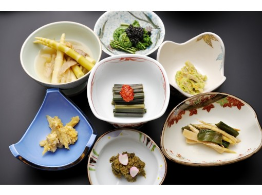 """[Yamagata Prefecture Hijiori Onsen] """"Authentic bracken picking experience + edible wild plants lunch"""" Bathing at Hijiori Onsen, a secret hot spring in 1210 ♪ It is a plan to enjoy Hijiori with lunch!の紹介画像"""