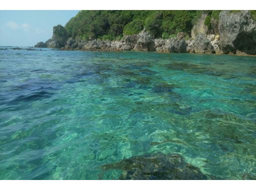 ファミリー・カップルにおすすめ!【サンゴの海でシーカヤック】2名様から実施。のんびりショートコース90分!2人乗りカヤックの紹介画像