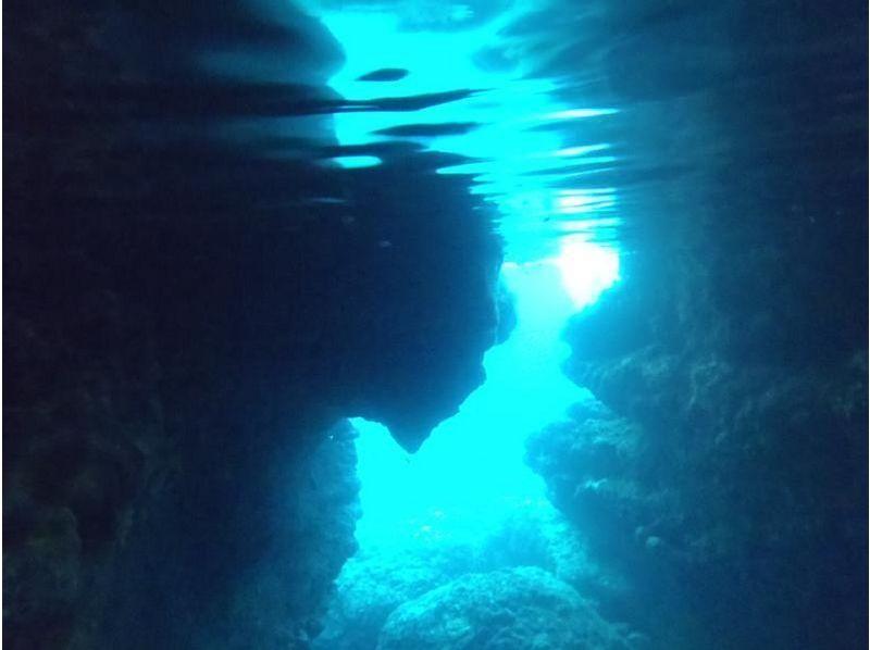 【伊良部島・宮古島】青の洞窟&サンゴシュノーケルツアーの紹介画像