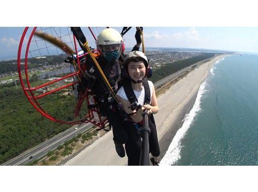 【静岡・湖西】夏限定!モーターパラグライダーとボディーボード体験の紹介画像
