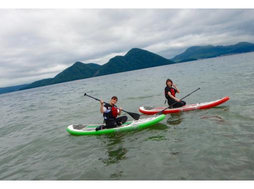[Hokkaido, Lake Toya] Lake Toya SUP experience tour! Let's enjoy SUP relaxedly in the magnificent and beautiful caldera lake ♪の紹介画像