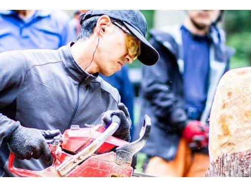 【三重・多気】チェーンソーでフクロウ彫刻体験、しっかりレクチャーで初心者でも安心◎大迫力の体験!の紹介画像
