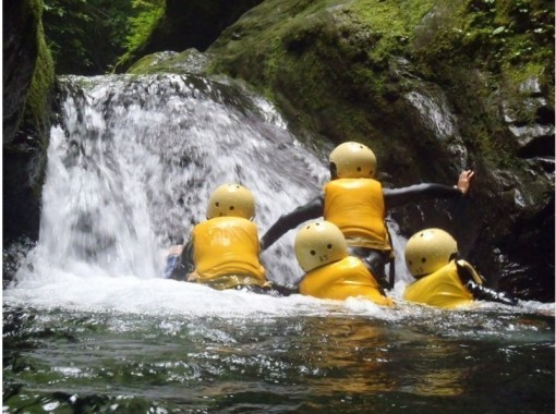 Summer 7 / 16-8 / 31 [Adventure in the Tama River in Tokyo! ] Exhilarating shower climbing tour (half-day course)の紹介画像