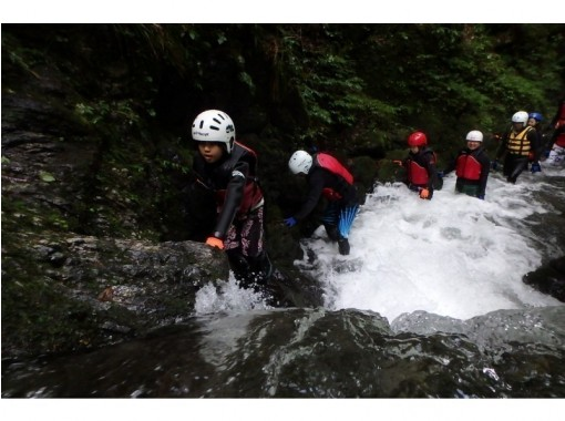 Summer 7 / 16-8 / 31 [Tama River, Tokyo] Exhilarating rafting x shower climbing tour with lunch (1 day course)の紹介画像