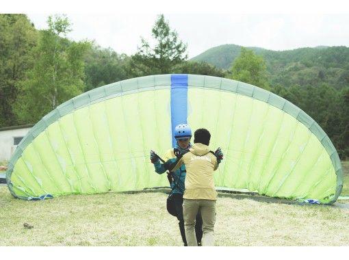 【長野・伊那谷】大人も子供もひとりで飛んでみる体験!パラグライダー体験の紹介画像