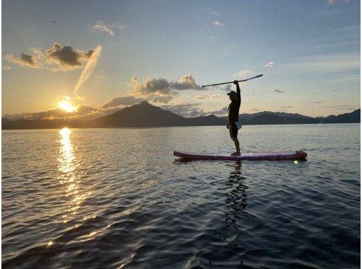 【福井県 高浜町 和田浜】夕暮れSUP人混みを避けて穏やかな夕暮れの海で夕日を見ながら水上散歩体験90分