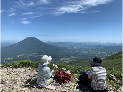 [Hokkaido / Niseko] [Autumn leaves] Niseko Annupuri hiking tour with a professional guideの紹介画像