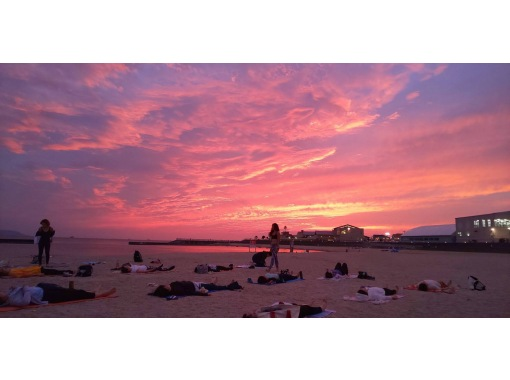 8/1と13日開催!徳島の玄関口、綺麗な鳴門の海を見ながらビーチヨガの紹介画像