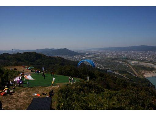 【和歌山・紀の川】パラグライダー・タンデムフライト体験・気軽で安全・高度300メートルからのフライトで四季折々の眺望が魅力の紹介画像