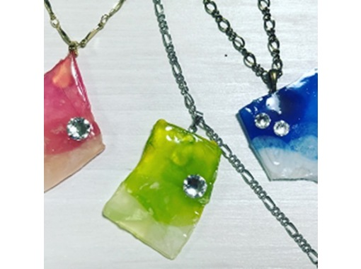 """[From Miyagi / Sendai] Handmade experience of """"stained flower"""" with a texture like stained glass using real flowersの紹介画像"""
