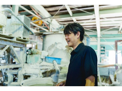 [Ishikawa / Komatsu City] A clay factory tour where you get to hear a clay prince raised within the production site of Hanasaka wax lyrical on his love for clay.の紹介画像
