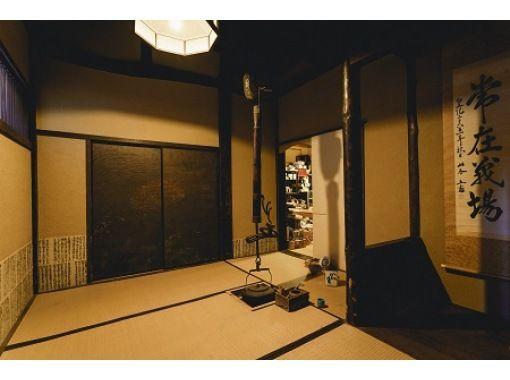 【石川・小松市】九谷焼のスニーカーから江戸時代の茶室まで、好奇心をそそる絵付け体験の紹介画像