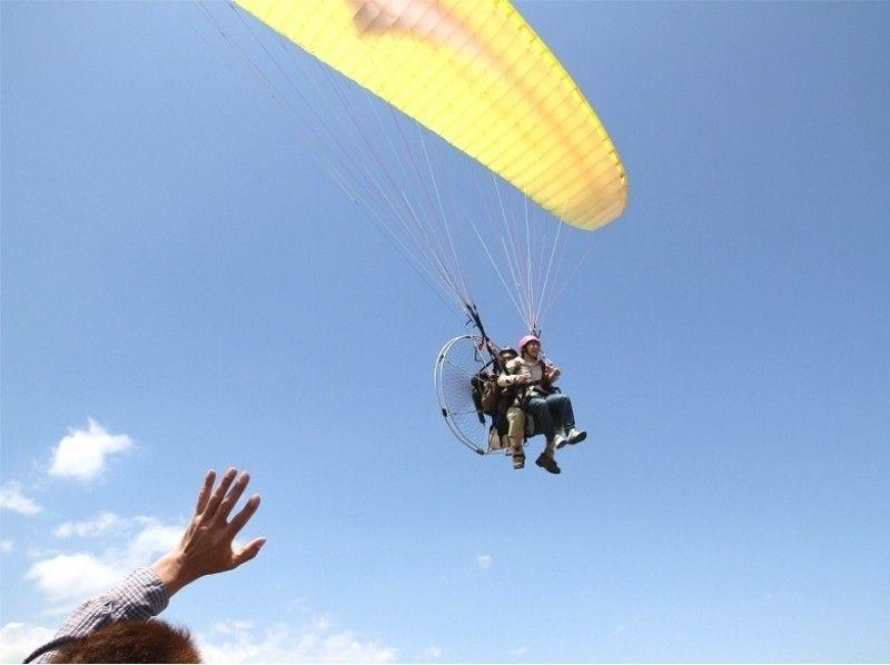 【茨城】ベテランインストラクターと一緒につくばの空を飛ぼう!モーターパラグライダー体験の紹介画像