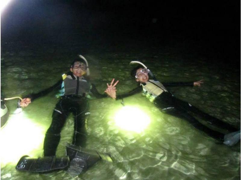 【沖縄】夜の青の洞窟をライトアップ&夜光虫ツアー【シュノーケリング】の紹介画像