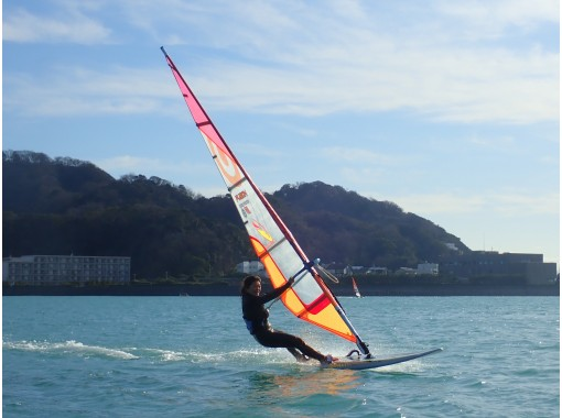 【湘南・逗子】逗子海岸で1番海に近いスクールでウインドサーフィンを半日チャレンジしてみませんか!?