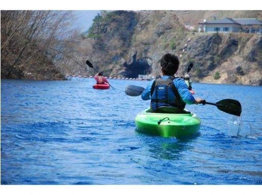 【群馬・奥四万湖】 透明度18m以上!コバルトブルーの湖でカヌーツアー(半日コース)の紹介画像