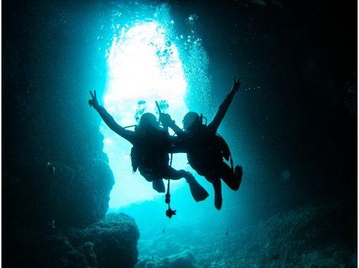 地域クーポン対応【青の洞窟】体験ダイビング!写真無制限&星の砂プレゼント、餌付け体験つき、別途マリンとのセットもお勧め!の紹介画像