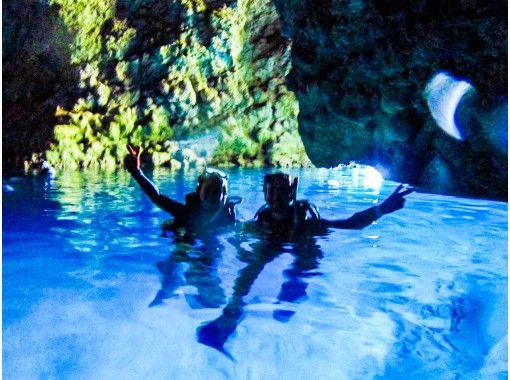 [Okinawa Blue Cave] หลักสูตรการได้รับใบอนุญาต PADI [1 วัน ~] การถ่ายภาพใต้น้ำและของขวัญจากทรายดาวขวดเล็กの紹介画像