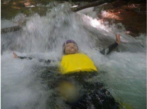 【群馬・四万】8Mオーバーの滝をスライダー!キャニオニングツアー(半日プラン)