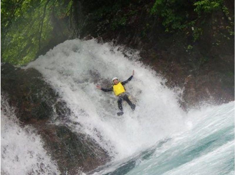 【群馬・四万】8Mオーバーの滝をスライダー!キャニオニングツアー(半日プラン)の紹介画像