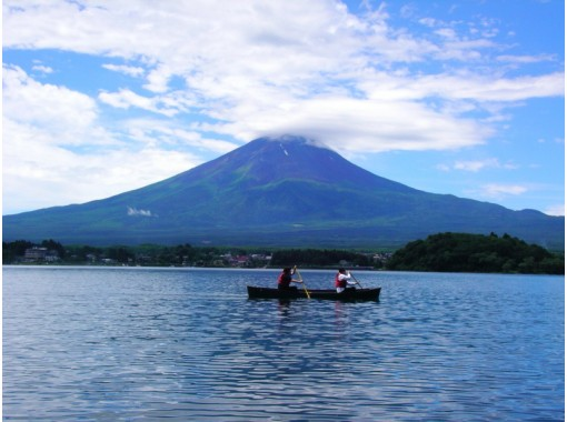 【山梨・河口湖】カヌーガイドクルーズ(30分)自分で漕ぐのは自信がなくてもいいんです!