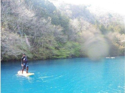 【群馬・四万】コバルトの水面を優雅に散歩♪スタンドアップパドルボート(半日ツアー)