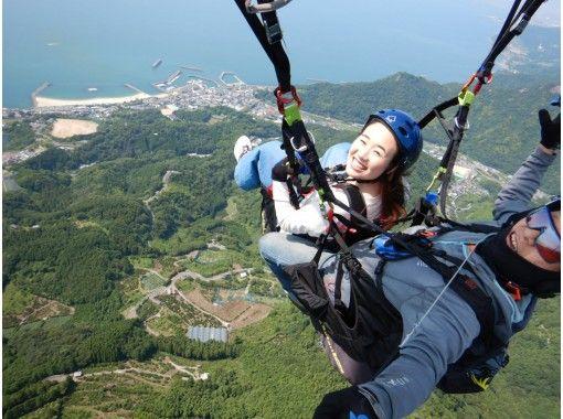 【愛媛・松山】パラグライダー体験~インストラクターと二人乗りで伊予灘を望む高度800mから空中散歩!