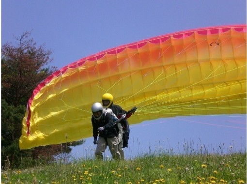 [Yamagata/ Nanyo] Recommended for beginners! Paragliding experience tandem (two-seater) flight (set at 9 o'clock)の紹介画像